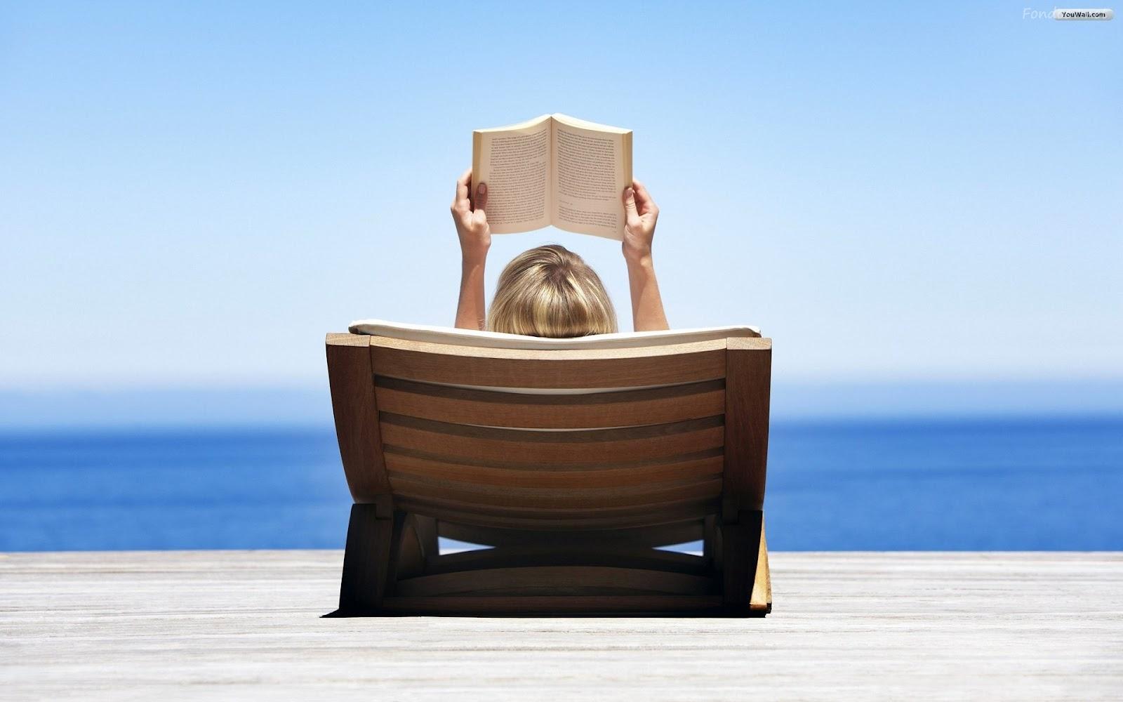 Resultado de imagen de niños con libros en playa