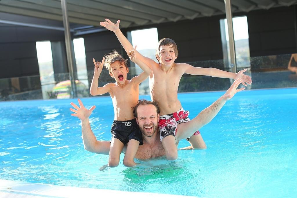 swimming-pool-765312_1280